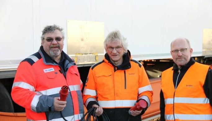 Stolte av ny miljøvennlig termotransport. Fra v. Erik Solum-Head of Direct Road i Schenker, Trond Williksen-Sjef terminaldrift Green Cargo, og Bjarke Raaby-vogningeniør Green Cargo.