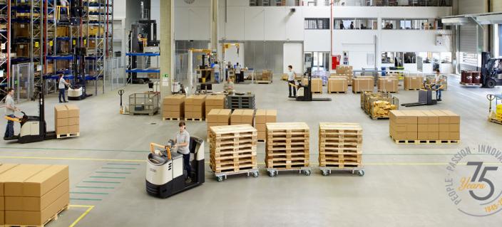 Crown feirer 75-årsjubilieum i 2020 og kan tilby det aller meste innen lagertrucker.