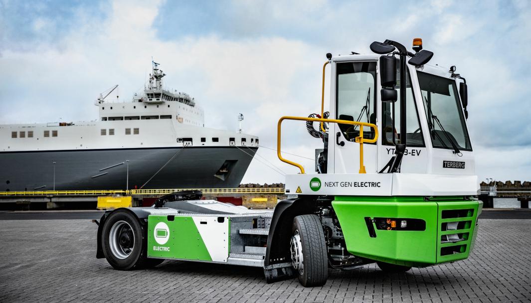 Terberg YT203 kommer både i diesel- og el-utgave, med samme ytelser.