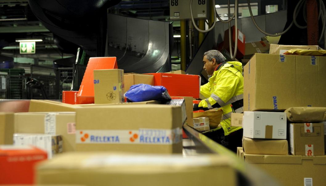 Produksjonsleder Abdul Rehman ved Postens godssenter i Oslo (PGO), har hektiske dager.