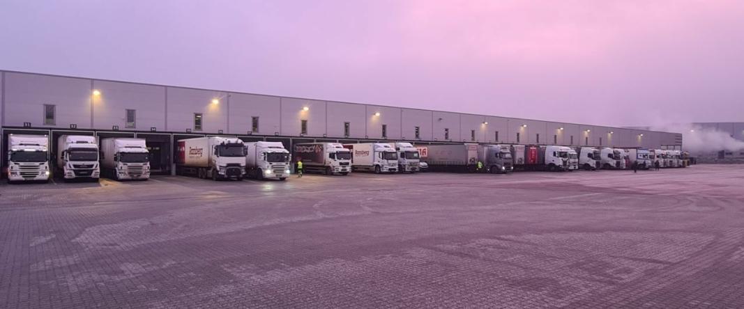 Denne uken er det igjen hektisk aktivitet ved den tidligere DSV-terminalen på Fugleåsen, som nå Ramberg har overtatt.
