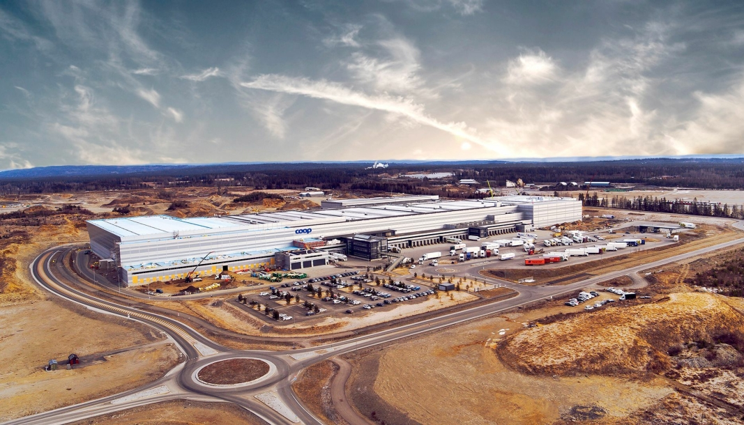 Coops sentrallager bygges ut til rundt 85.000 kvadratmeter, og får nå nye eiere.
