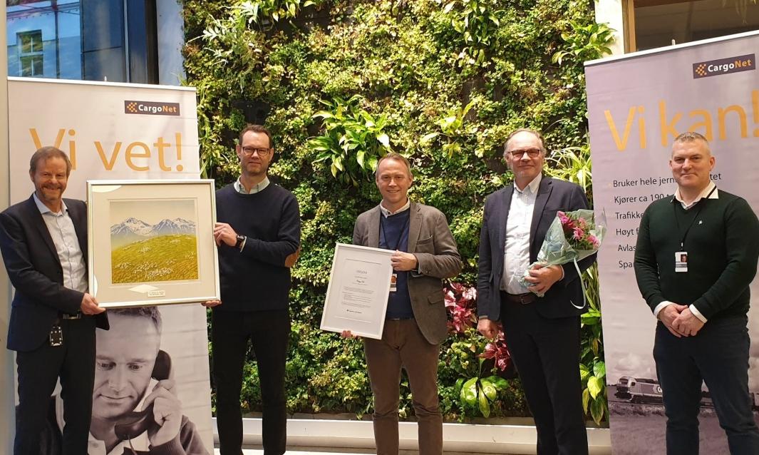 Fra venstre: Are Kjensli (adm. direktør NHO LT), Erik Røhne (adm. direktør CargoNet) , Carl Fredrik Karlsen (kommersiell direktør CargoNet), Knut Brunstad (salgsdirektør CargoNet), Åsmund Aanestad-Bakke (KAM CargoNet). Foto: Silje Vhile Braaten