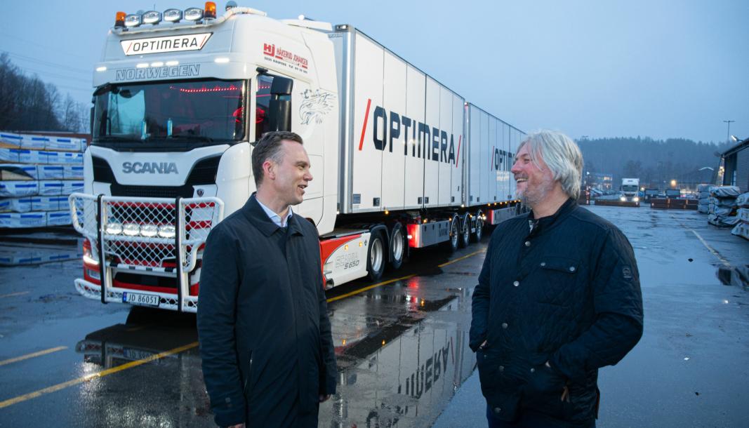 Gard Erik Dahl (til venstre), logistikkdirektør i Optimera, og John-Kristian Skogholt, logistikksjef, tar grep for mer effektiv og bærekraftig logistikk.