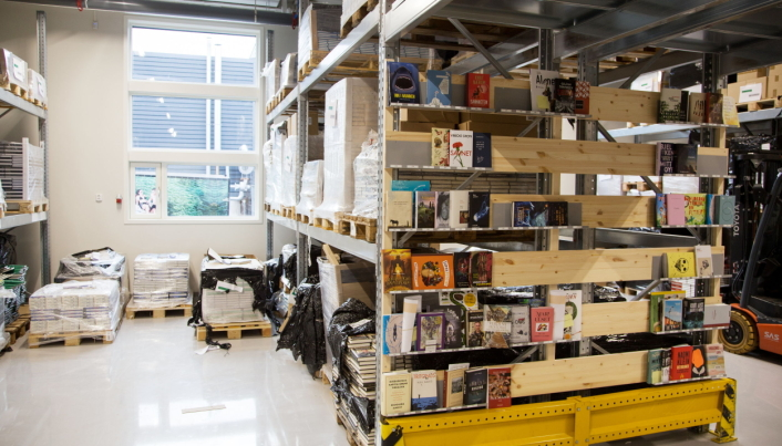 WMS BY THE BOOK: Hos Orbit Arena fant de ut at best oversikt over hvilke bøker som ligger hvor, fikk man med en bokhylle på enden av reolen, med bøkene utstilt.