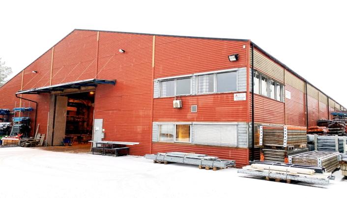 STORT UTVALG: Areol har 2500 kvadratmeter fordelt på to lagre på Maura nord for Gardermoen. Her finnes det meste innen lagerinnredning.