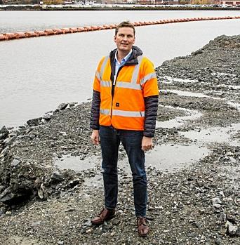 FORNØYD OG OVERRASKET: Assisterende havnedirektør ved Drammen havn, Ivar Vannebo er både overrasket og svært fornøyd med at det bare ble 2,8 prosent reduksjon i antall biler losset ved Drammen havn i «Covid-året» 2020.