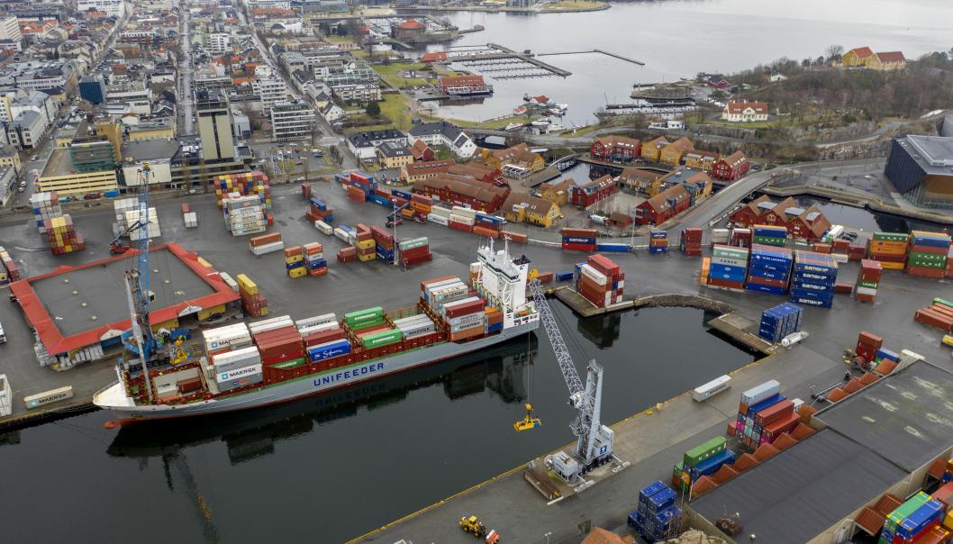 Kristiansand Havn er nå slått sammen med Mandal Havn til et nytt IKS. Her fra containerhavna i Kristiansand sentrum.