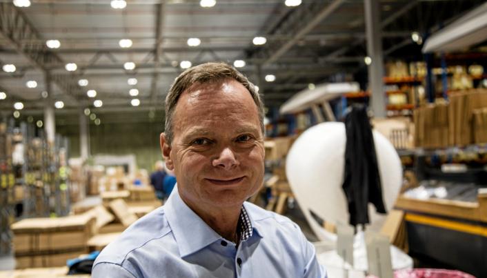Odd Hannestad, logistikkdirektør i Ahlsell, håper at AutoStores Black Line-roboter skal gjøre lageret enda mer effektivt.