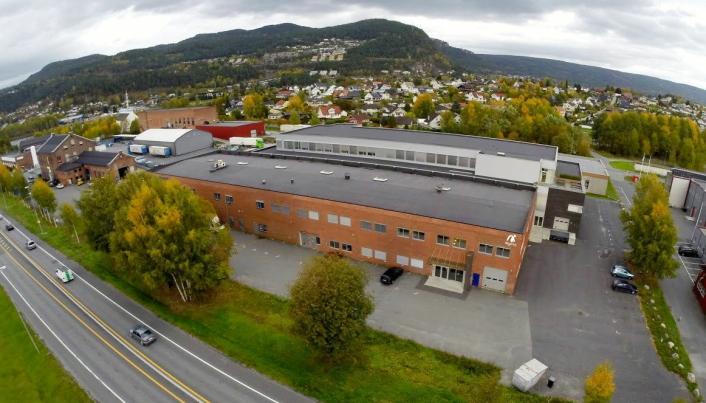 VRIENT: Det har vist seg både dyrt å vanskelig å få varer fra Østen til Mylna Sports lager i Mjøndalen de siste månedene.