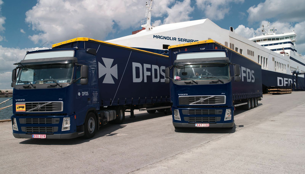 DFDS får også en lastebilpark med 700 lastbiler og 1700 kjøletrailere med på kjøpet.