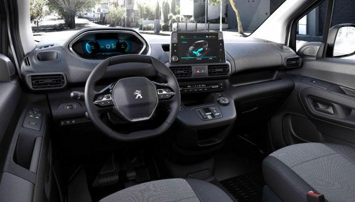 Interiøret i en av de nye e-Partnerene som er laget for to personer. De fås også som treseters varebiler.