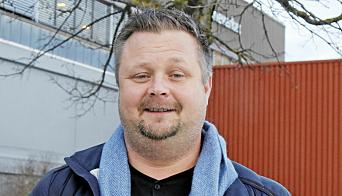 Salgssjef Geirmund Rundhaug gleder seg til å tilby en fleksibel og elektrisk terminaltraktor til norske kunder. Foto: Klaus Eriksen