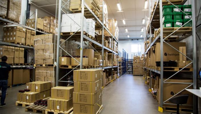 TIL FOTS: Plukkingen hos 360 Logistics foregår i dag helt manuelt, og mer eller mindre uten bruk av truck.