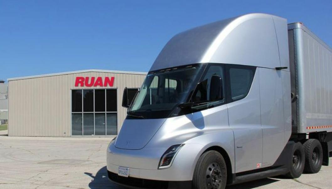 Tesla skal starte produksjonen av trekkvogna Semi når batteriproblemene er løst.