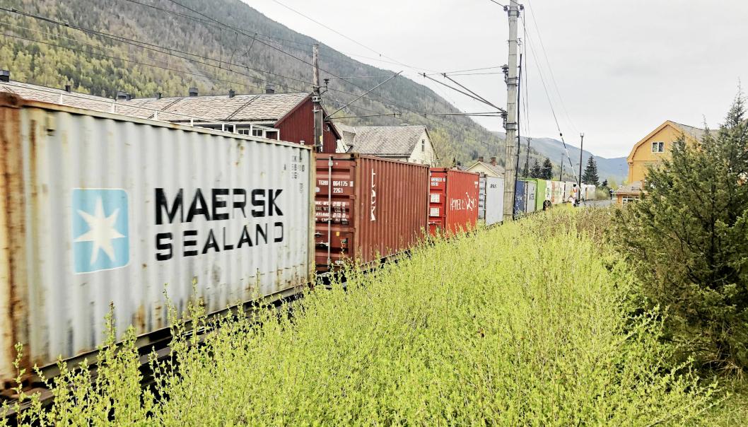 Godstog var mer presise enn vanlig i 2020. Her passerer et tog å vei fra Trondhem til Alnabru Otta stasjon.