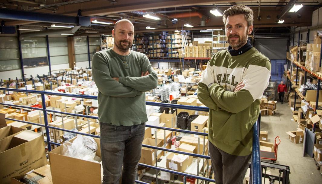 TILRETTELEGGERE: Tommy Bjørbæk (til venstre) og Kim Kåsene i Lettbutikk har som mål å gjøre det så lett som mulig å drive nettbutikk.