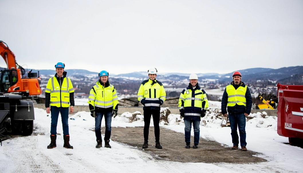 Etter sommeren skal PostNords nye termional sør for Drammen etter planen stå klar. På bidlet ser vi Thor Ambjørn Kjeldaas (Kjeldaas), Ole Morten Østby (Kjeldaas), Jan Oscar Kvitberg (Rambøll), Ronny Grøtvedt (PostNord) og Anders Ruud (Rambøll).