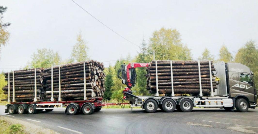 Bilde fra testing av niakslet vogntog på 74 tonn i Innlandet i 2020.