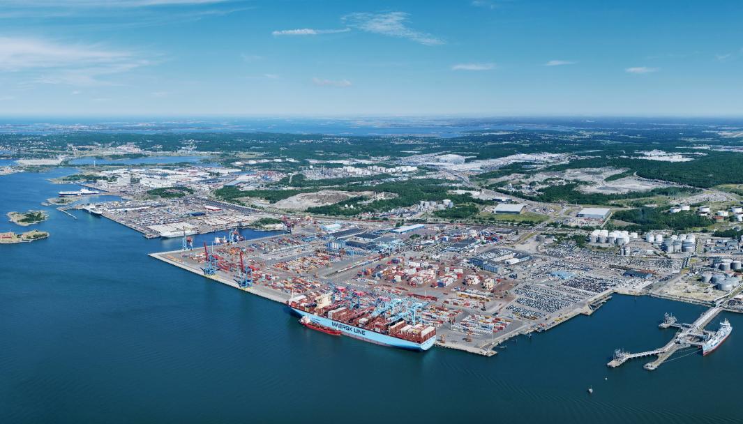 Göteborg havn er Nordens største containerhavn.