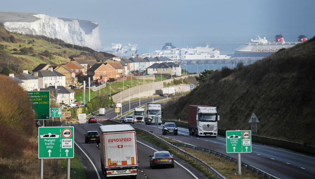 EN NY VERDEN: Import og eksport til og fra Storbritannia er ikke så enkelt som før. Her fra veien til fergeterminalen i Dover.