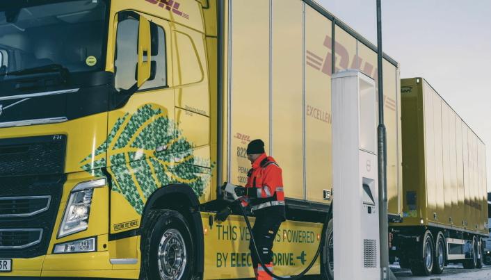 Lading skjer ved DHL i Jönköping og Volvo Truck Center i Göteborg.