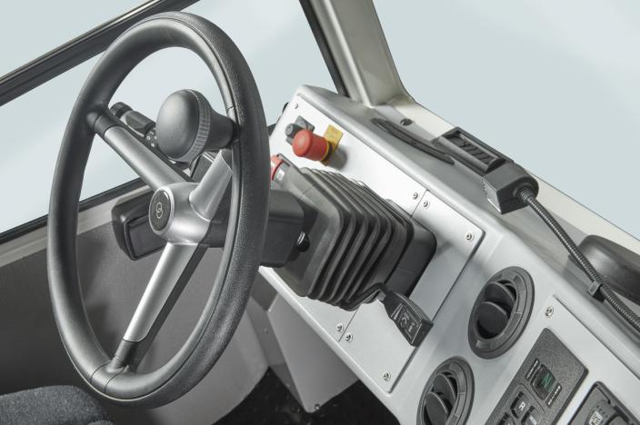 Alle bekvemmeligheter fra dieselversjonen finnes i førerhytta, med den ekstra fordelen at motorstøyen er borte.