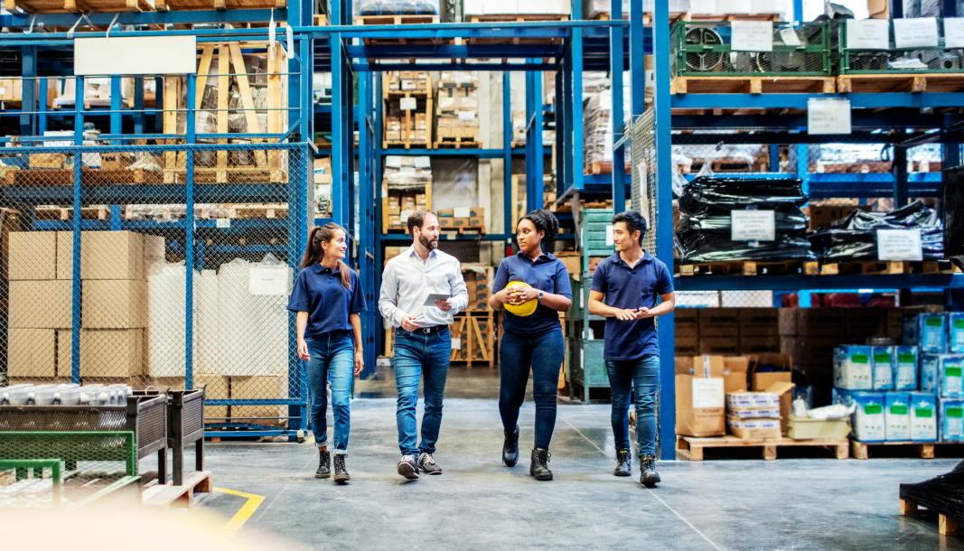 Mentorskap er vanligere i utlandet enn i Norge. Nå håper Logistikkforeningen å bidra til å at unge logistikere får en enklere vei inn i bransjen gjennom sitt program.