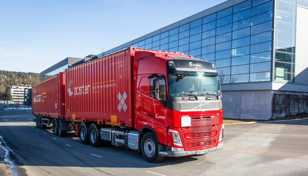Posten med ny Volvo som går p flytende biogass, og skal gå mellom Oslo, Hamar og Stokke.