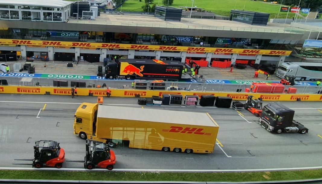 Det er en enorm logistikkjobb når Formel 1-sirkuset ankommer og forlater en racerbane. Her fra Østerrikes Grand Prix på Red Bull Ring i Spielberg.