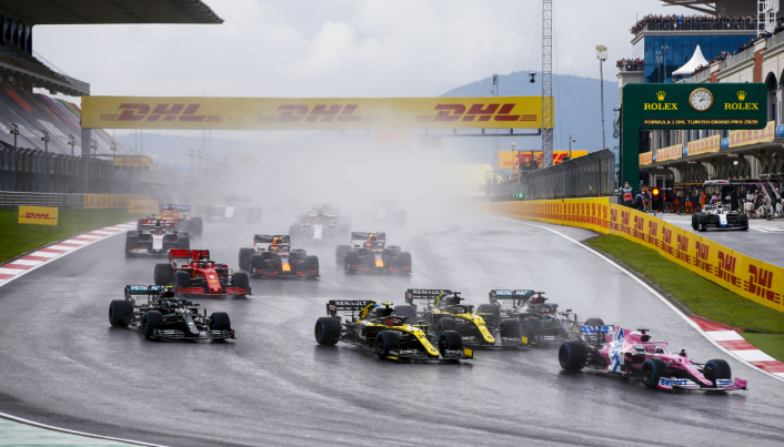 Siden 2004 har DHL vært Formel 1-partner. Her fra Tyrkias Grand Prix i fjor, der Sergio Perez, Racing tar teten foran Esteban Ocon i Renault, Daniel Ricciardo (Renault), Lewis Hamilton (Mercedes) og Valtteri Bottas (Mercedes)