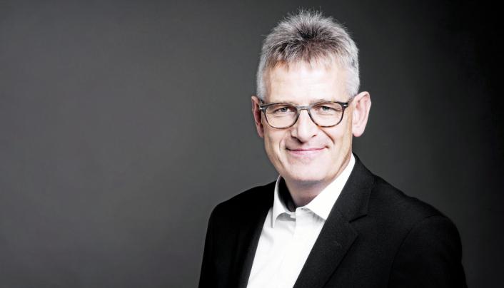 Karl Johan Lier, administrerende direktør i AutoStore, håper ideene som klekkes ut i nybygget på Karmøy kan revolusjonere hvordan vi handler. .