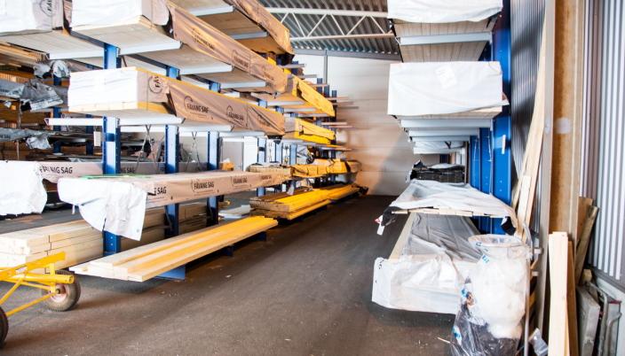 BEDRE PLASS: Bruken av fireveistruck gjør at reolgangene kan være smalere og lagringskapasiteten øker.