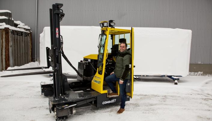 3-tonneren fra Combilift er levert med ekstra lavt innsteg, forteller Jan Over Ekerhaugen hos Materialhåndtering.