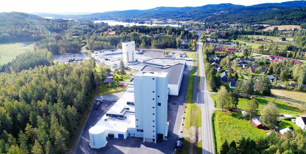 STORE INVESTERINGER: Det er tydelig at ledelsen i Mapei-konsernet har tro på sitt norske datterselskap. Nylig er fabrikken på Sagstua bygget ut for 160 millioner kroner.