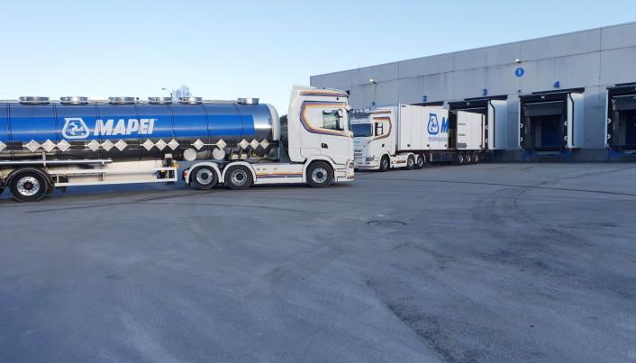 70-80 LASTEBILER DAGLIG: Tankbiler er også en viktig del av Mapeis utgående transporter.