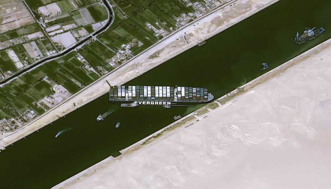 I nesten én uke sperret 400 meter lange Ever Given Suezkanalen.