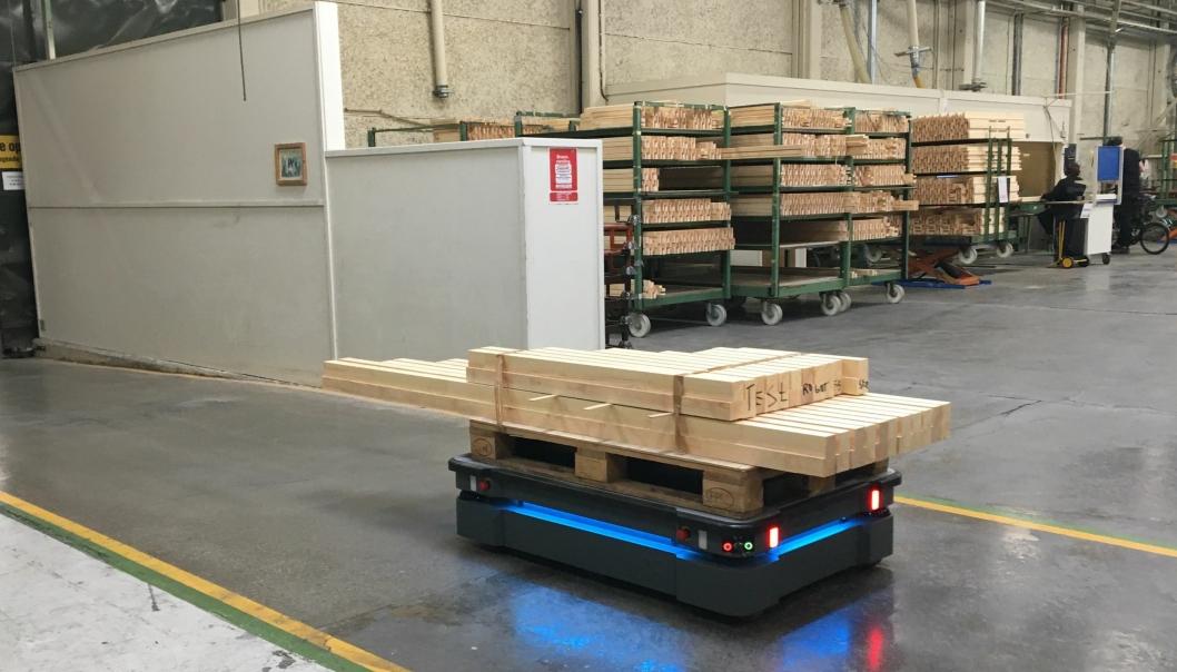 MIR500 (AIV) som sørge for intern logistikken hos Haugstad Møbel.