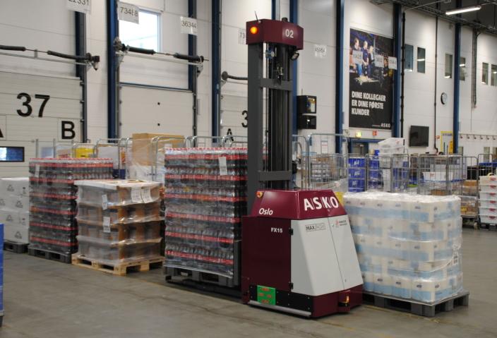 Asko Rogaland skal frakte paller fra pakkelinje til 120 utkjøringslinjer. Løsningen er integrert mot Asko sitt ordresystem og har en kapasitet på 72 paller pr. time.