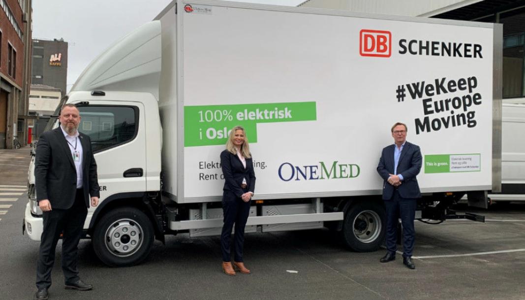Fra venstre: Peter Stangeland, markedsdirektør Schenker, Vibeke Vaagland, KAM Schenker, og Jan Knoph, adm. dir. OneMed.