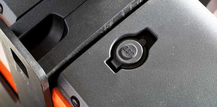 VI LURER: LWI-trucken har et USB-uttak, men hvor i all verden skal telefonen som lades legges?