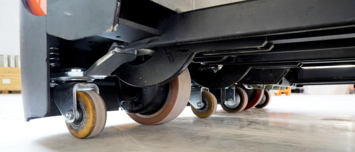 STØDIG: Stabiliteten sikres med 5-hjuls-oppsettet.
