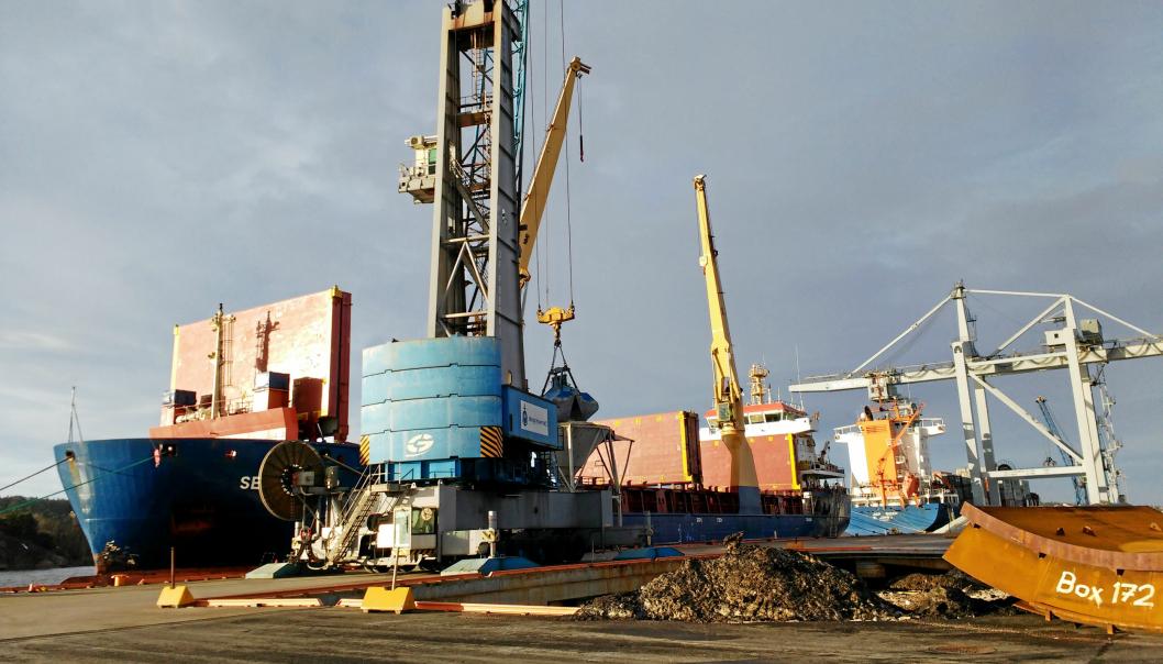 Borg Havn er avhengig av mudring i farleden for å kunne ta imot store skip.