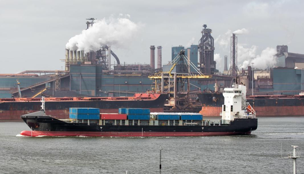 Skipsfarten bidrar med store CO2-utslipp, men den nye avgiften i Norge kan slå uheldig ut, mener Kystrederiene.