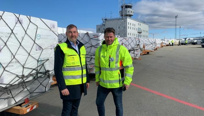 Kjell Ivar Maudal, Widerøe Ground Handling og Elnar Remi Holmen i Bodø Lufthavnutvikling gleder seg stort over at det første sjømatflyet er sendt av gårde fra Bodø.