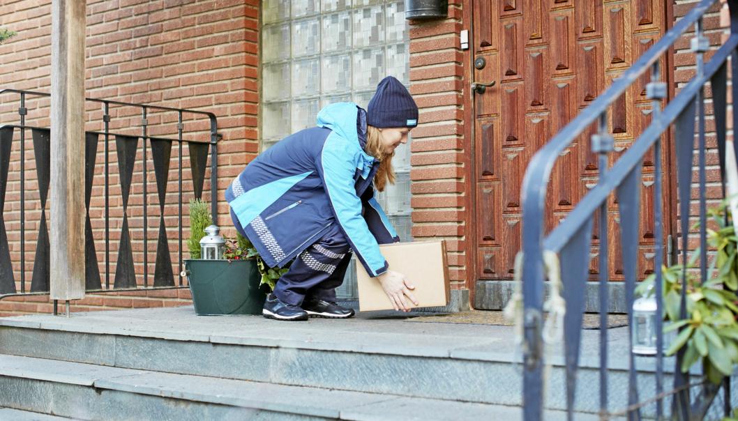 PAKKEVEKST PÅ TRAPPENE: . - Kontaktfrie og fleksible leveringsalternativer har vi opplevd en formidabel etterspørsel av under pandemien, sier Robin Olsen i PostNord.