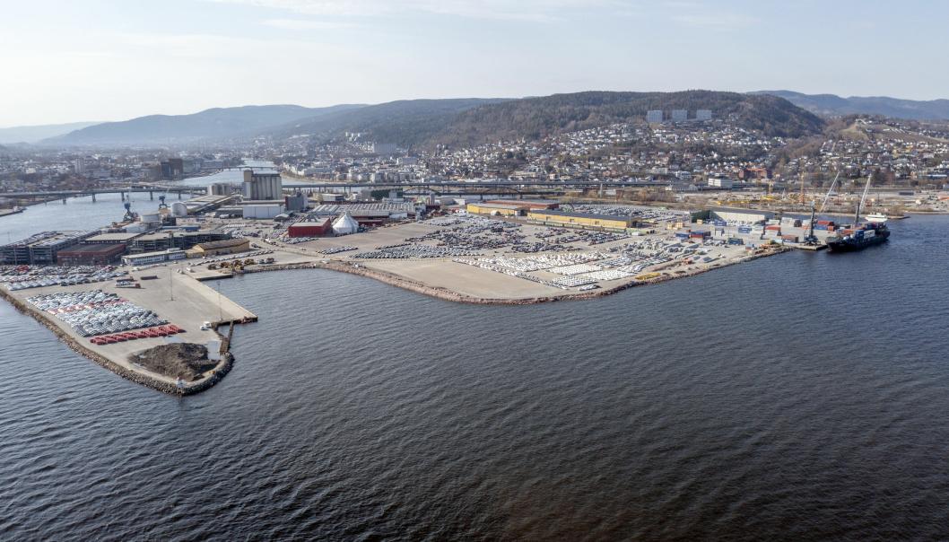 UTFYLLING: Drammen Havn skal ta store arealer fra sjøen. Hele bukta til venstre i bildet skal fylles ut, og videre skal det fylles ut omtrent helt til nedre kant av bildet.