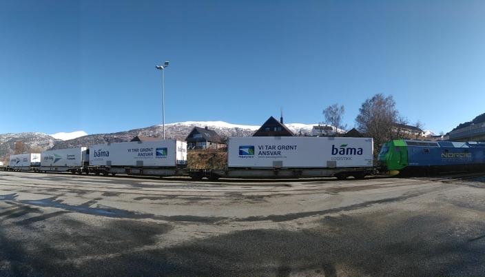 AKTIVITET: Det har vært stille på godsterminalen i Åndalsnes i noen år, men nå er togene tilbake.