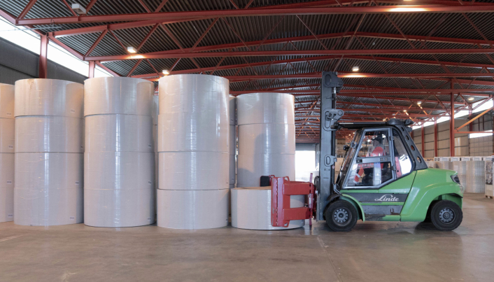 Norgips frakter nå papir fra Tyskland direkte til Drammen havn via sjøveien ved hjelp av logistikkselskapet Greencarrier som i tillegg sørger for at Norgips har fått tilgang til lokaler på Holmen der råvarene mellomlagres inntil det skal benyttes på fabrikken.