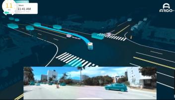 KJØRER: Bilen har funnet en luke i trafikken og kan krysse veien.